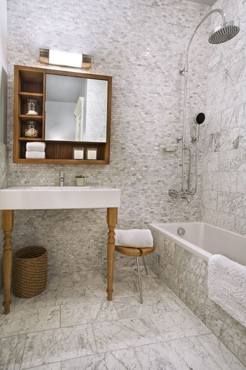 Scandinavian Batroom With Marble Tile