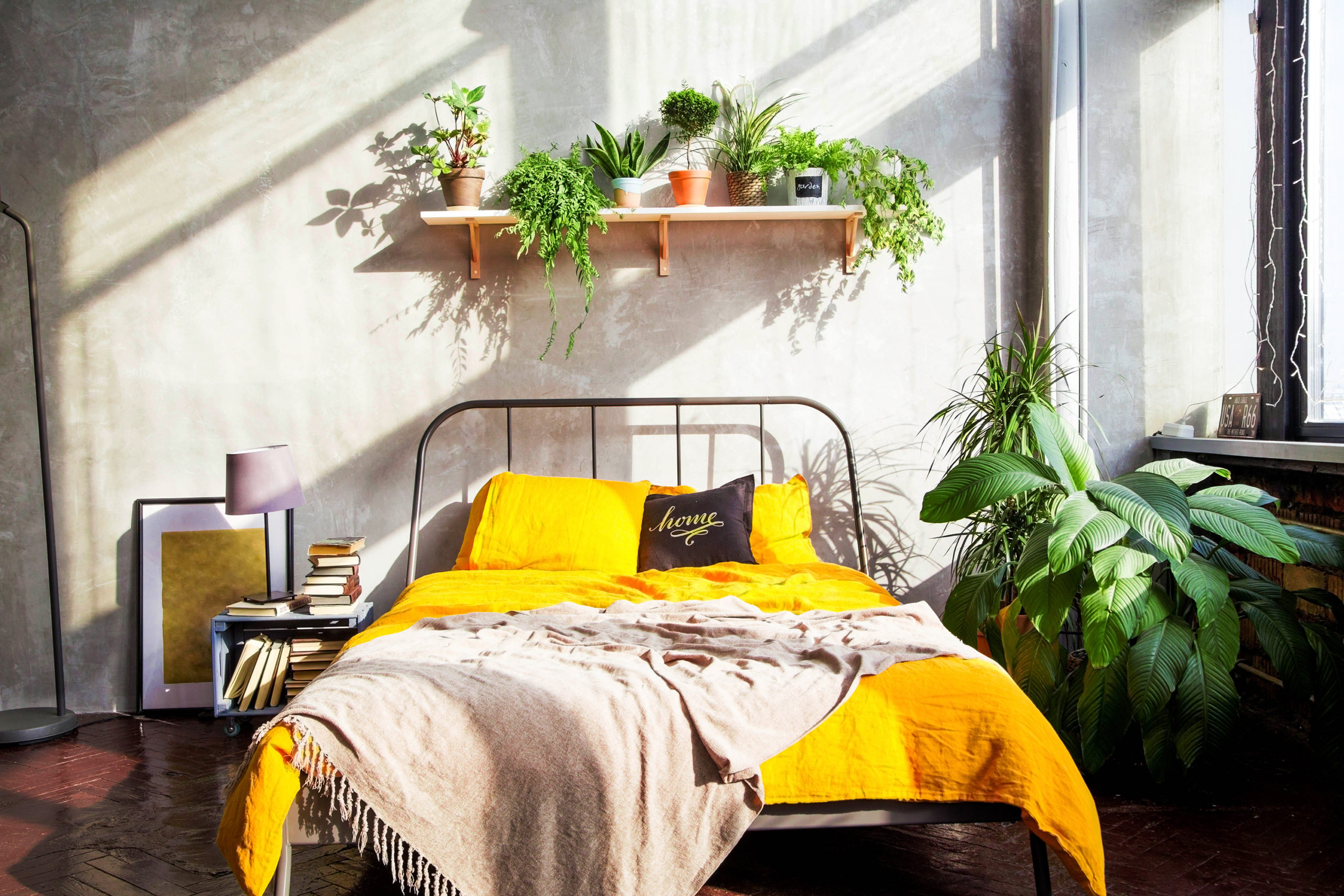 Simple Bedroom Design Ideas That On A Budget But Still Cozy Talkdecor