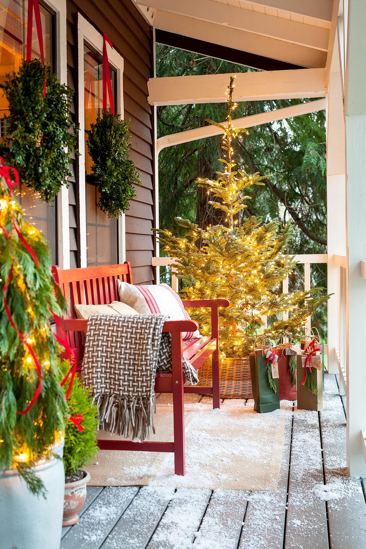 4 Fun Festive Winter Porch Decor Ideas Talkdecor